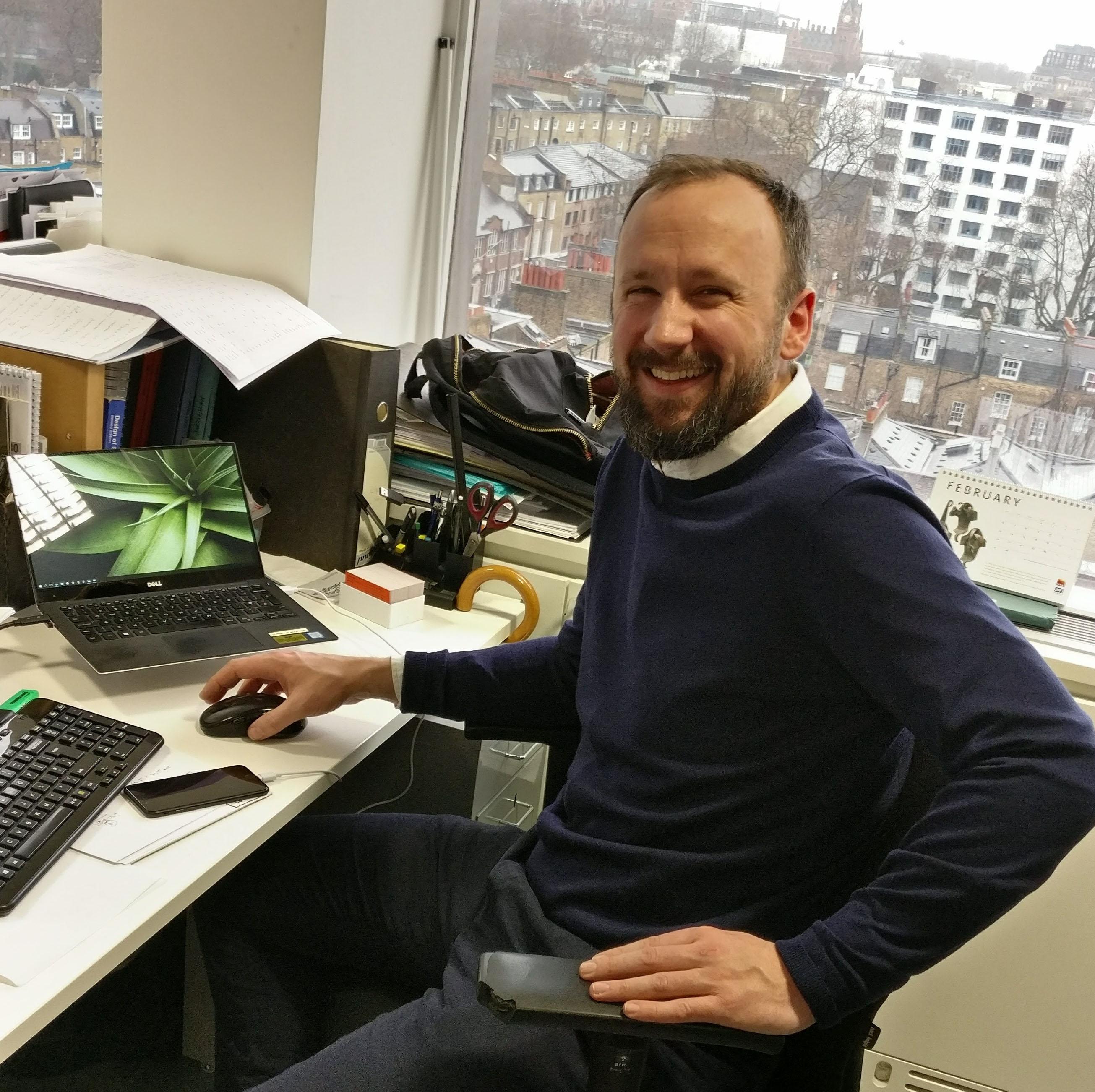 Duncan_at_Desk